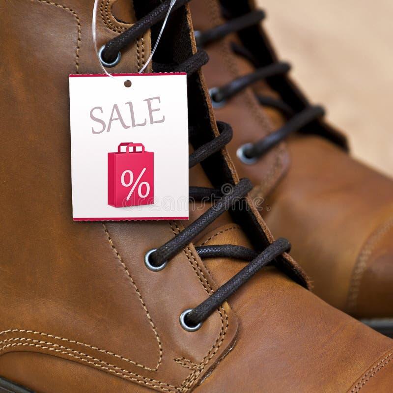 Het Prijskaartje van de verkoop op de Laarzen van het Leer royalty-vrije stock afbeelding
