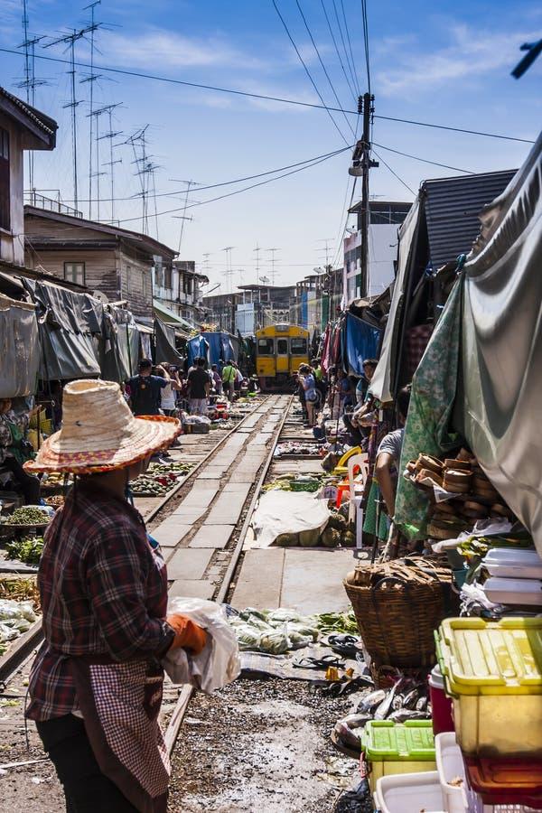 De markt op het spoorwegspoor royalty-vrije stock foto's