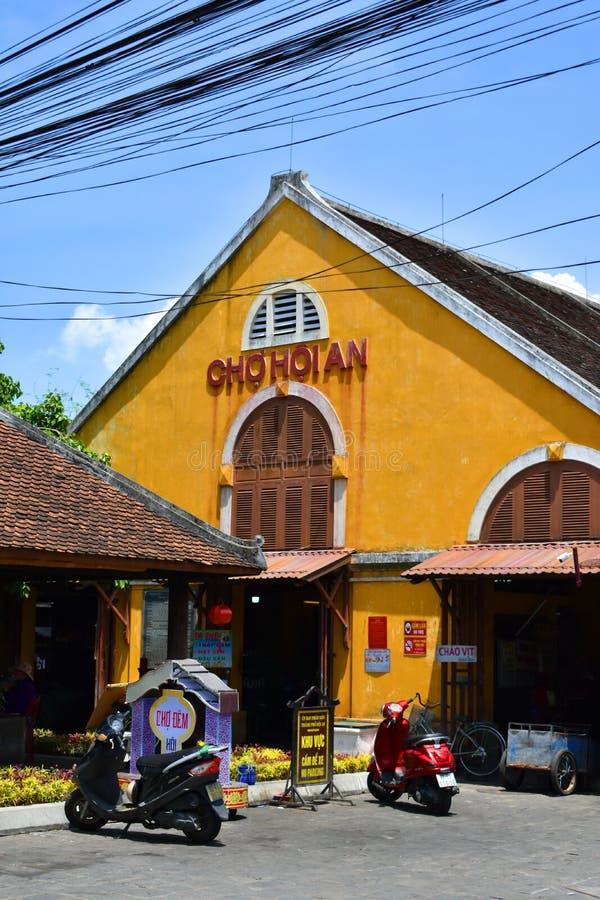 De markt van Cho Hoi An of Hoi An-is centrale markt en nachtmarkt met lokale restaurants en een verscheidenheid van herinneringen stock afbeelding