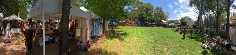 De Markt van de Glebezaterdag met ruim groen gebied stock afbeeldingen