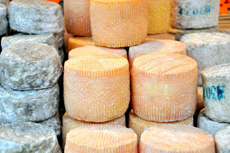 De markt van de kaas in Italië royalty-vrije stock foto's