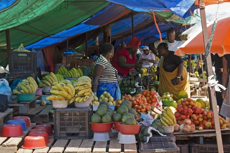 de markt van het fruit in zuid afrika redactionele foto afbeelding bestaande uit appel. Black Bedroom Furniture Sets. Home Design Ideas