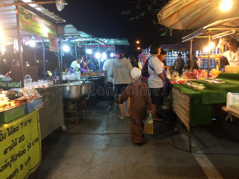 De markt van het straatvoedsel bij nacht royalty-vrije stock foto's