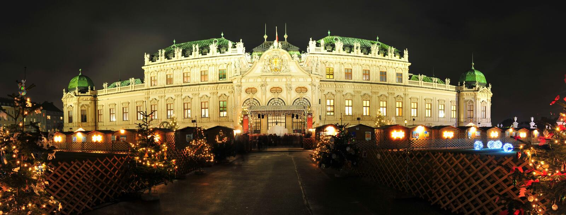 De markt van Kerstmis bij Belvedere paleis in Wenen royalty-vrije stock afbeelding