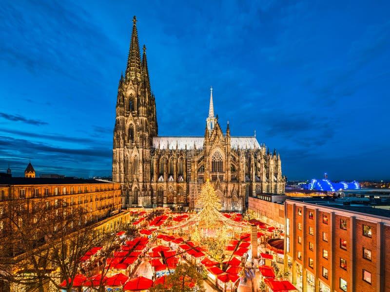De markt van Kerstmis in Keulen, Duitsland stock foto's