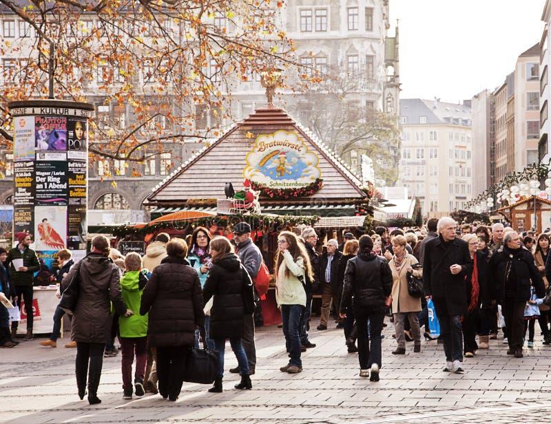 De markt van Kerstmis in München, Duitsland stock foto