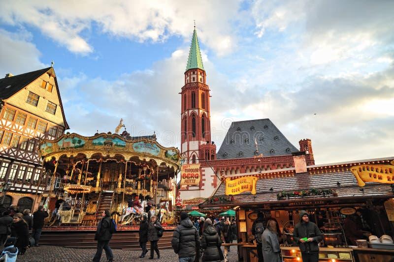De markt van Kerstmis nearSt. De Kerk van Nicolaus royalty-vrije stock foto