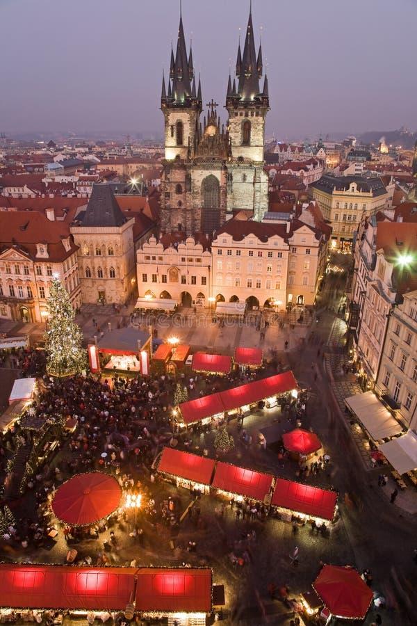 De markt van Kerstmis in Praag stock afbeeldingen