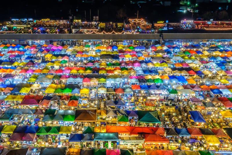 De markt van de treinnacht in Bangkok royalty-vrije stock afbeelding