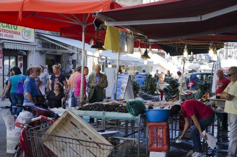 De Markt van vissen, Palermo stock foto's
