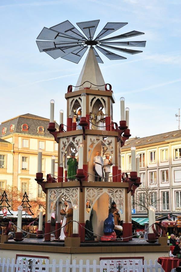De marktpyramide van Kerstmis royalty-vrije stock fotografie