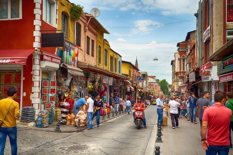 De marktstraat dichtbij Grote Bazaar in Istanboel royalty-vrije stock fotografie