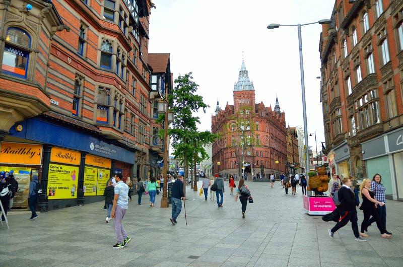 De marktvierkant van Nottingham met raadshuis stock foto