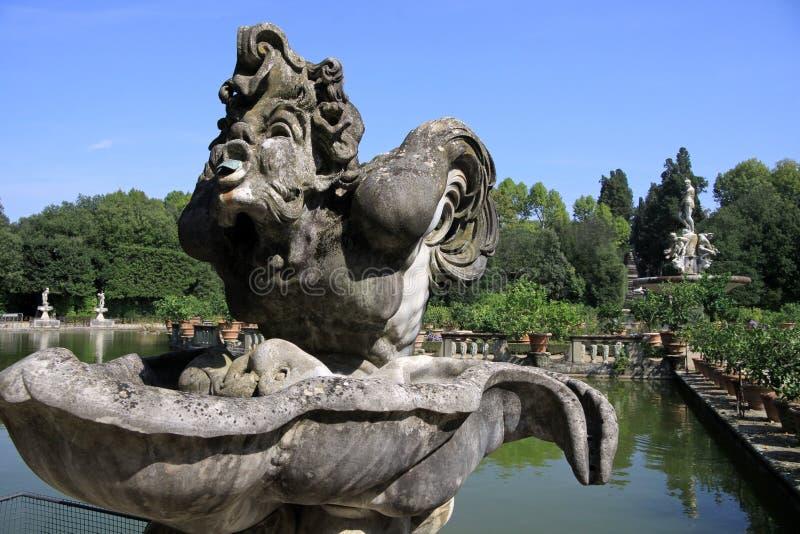 De marmeren standbeelden in Boboli tuiniert in Florence stock fotografie