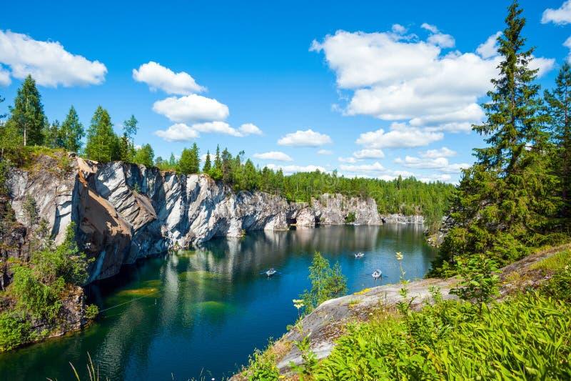 De marmeren steengroeve van Ruskeala stock afbeeldingen