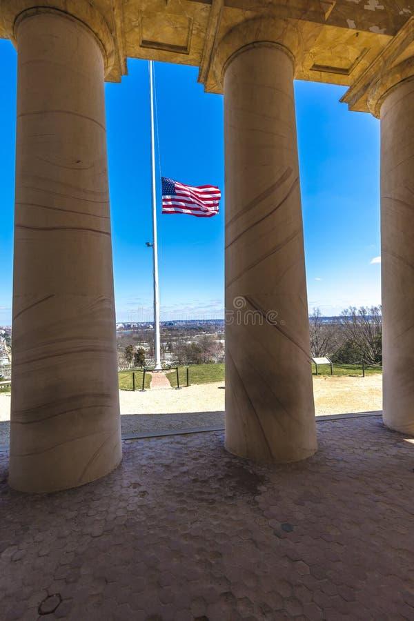 26 de marzo de 2018 - CEMENTERIO de ARLINGTON - casa de Arlington, Roberto E Monumento, antes General, Arlington imagen de archivo libre de regalías