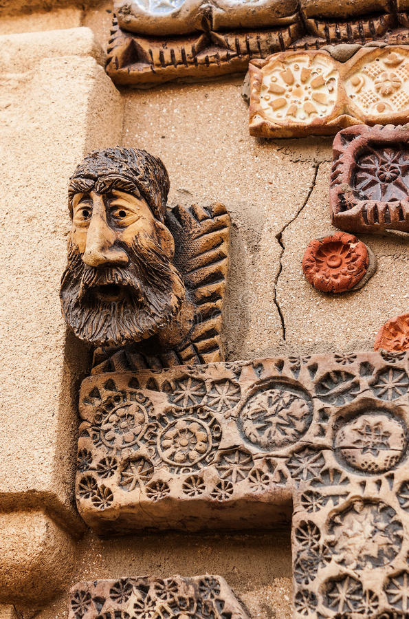 12 de marzo de 2017 M Carril de Magomayev, Baku, Azerbaijan Los frescos que adornaron las paredes de la casa del artista-escultor foto de archivo libre de regalías