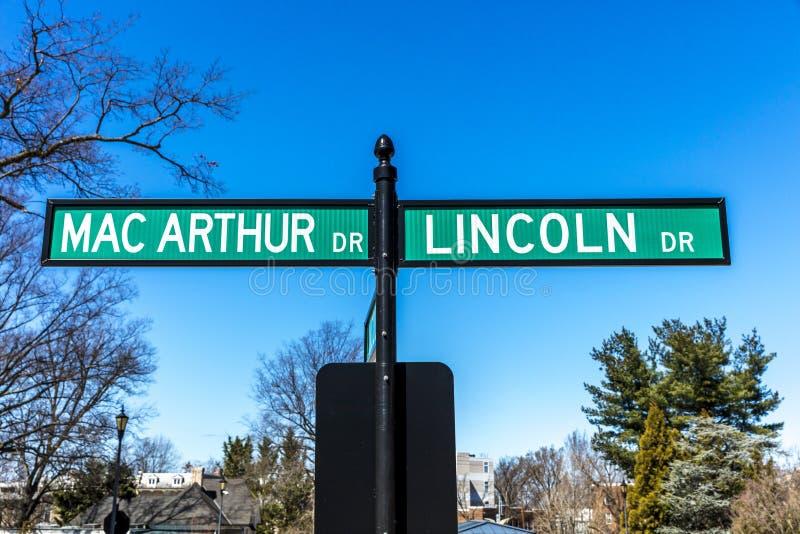 26 de marzo de 2018 - la señal de tráfico muestra general Macarthur y a presidente Lincoln Road Sign en el presidente Soldados, b fotografía de archivo