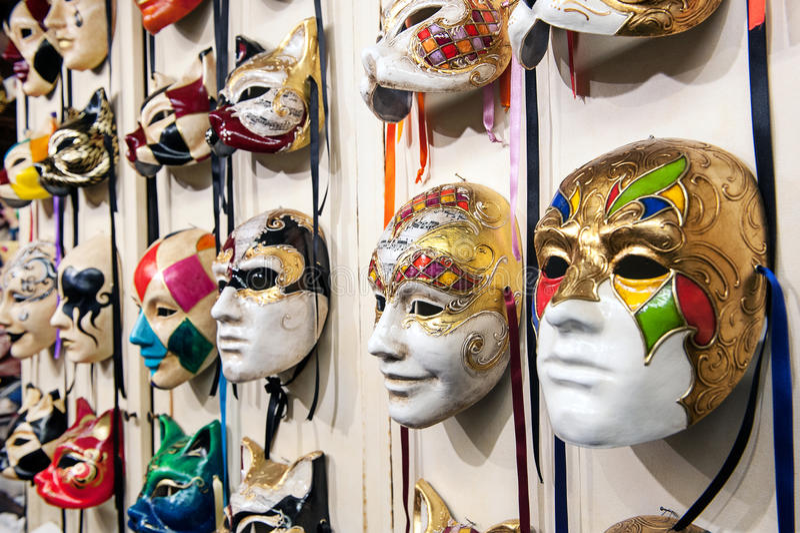 De maskers van Venetië het hangen royalty-vrije stock foto's