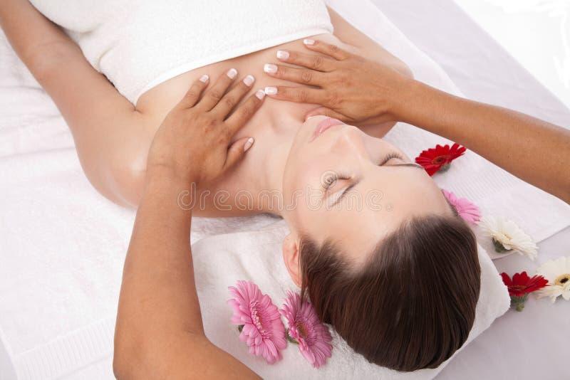 De massage van de schoonheid stock fotografie