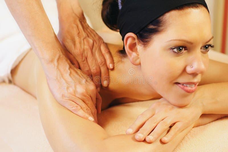 De massage van de schouder stock fotografie