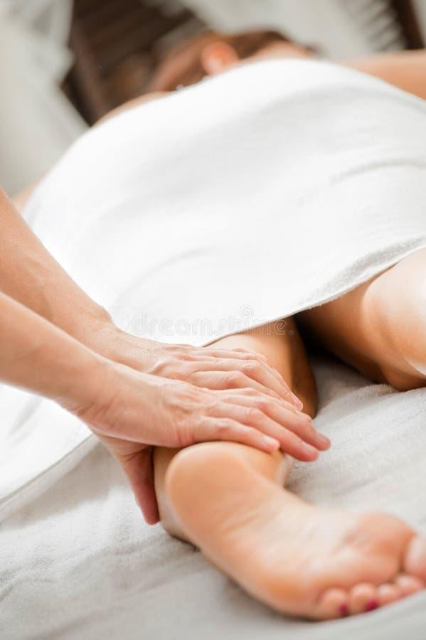 De Massage van het been stock fotografie