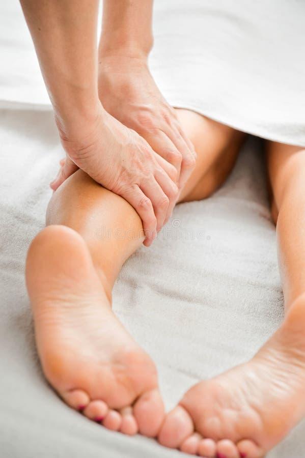 De Massage van het been stock afbeeldingen