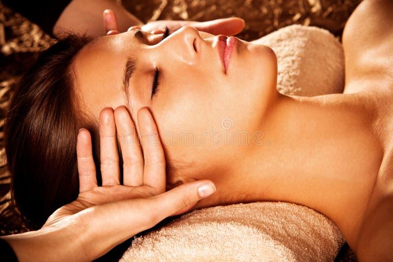 De massage van het gezicht stock fotografie