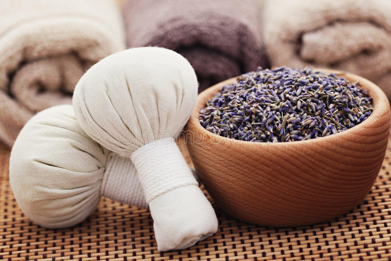De massagezegels van de lavendel stock fotografie