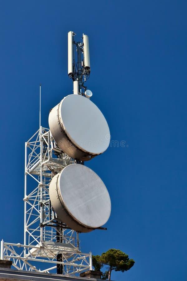 De mast van de telecommunicatie. royalty-vrije stock foto