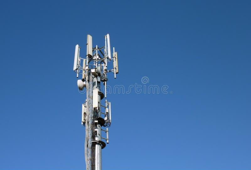 De mast van de zender stock afbeelding