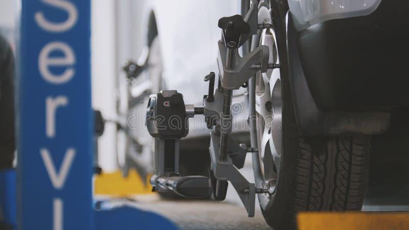 De mechanische dienst van de voertuigworkshop - de instorting van convergentie - proces het herstellen stock afbeelding