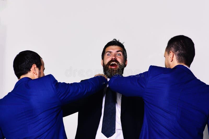 De medewerkers beslissen op beste positie Bedrijfsoppositie en de concurrentieconcept stock foto's