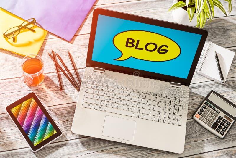 De Media van blogweblog Digitaal Woordenboek Online Concept stock afbeelding