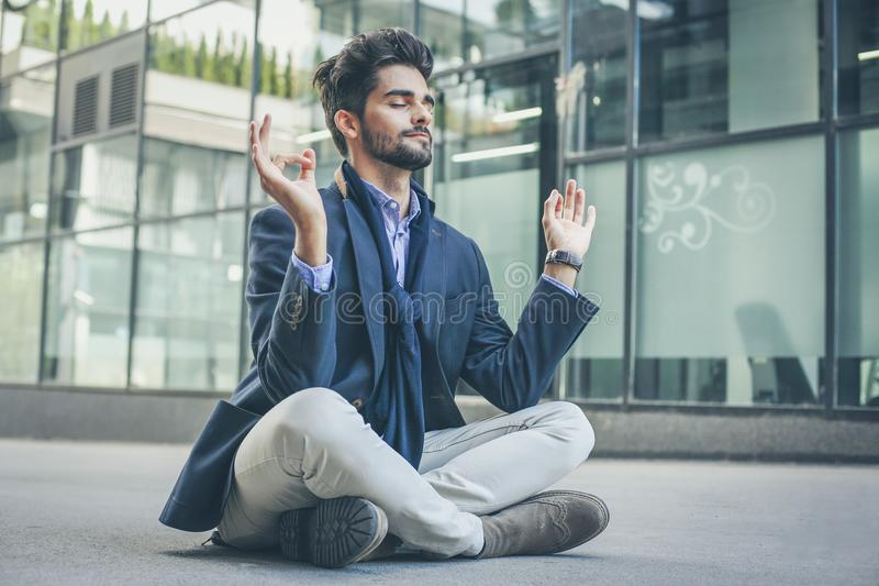 De meditatie is mijn manier om te ontspannen stock foto