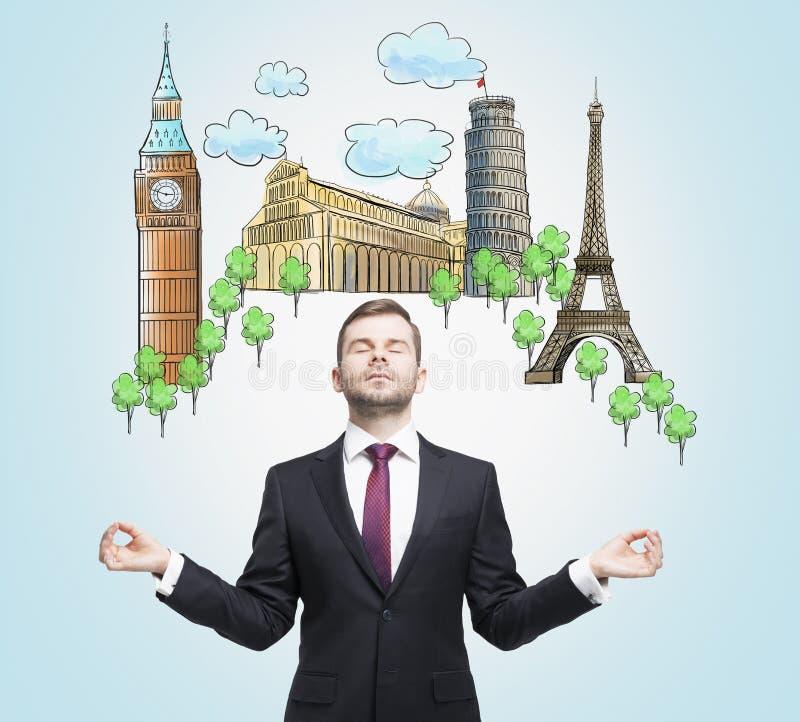 De meditatieve mens droomt over het bezoeken van de beroemdste Europese steden Het concept toerisme en sightseeing stock afbeeldingen