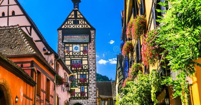De meeste mooie dorpen, Riquewihr met traditionele huizen alsace royalty-vrije stock foto
