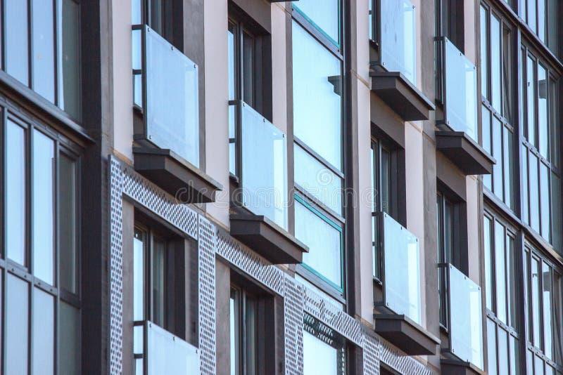De meetkunde van texturen op het gebouw, de bouw van een flatgebouw van moderne planning Concrete vloer stock fotografie