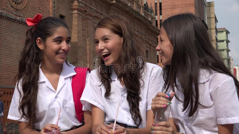 De meisjes die van de tiener pret hebben royalty-vrije stock afbeeldingen