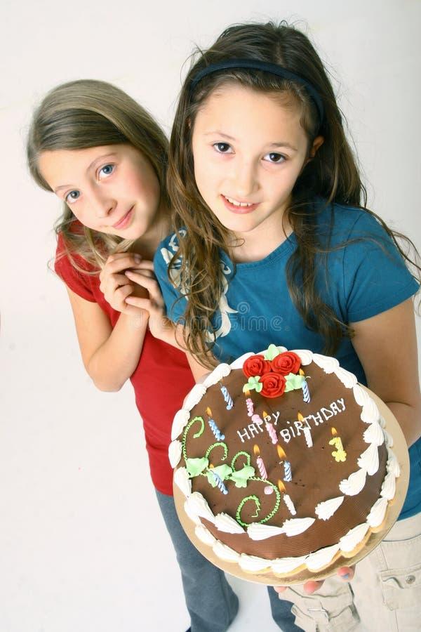 De meisjes met verjaardag koeken royalty-vrije stock afbeeldingen