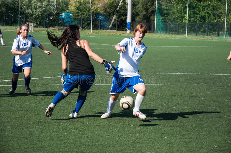 De meisjes spelen voetbal, royalty-vrije stock foto's