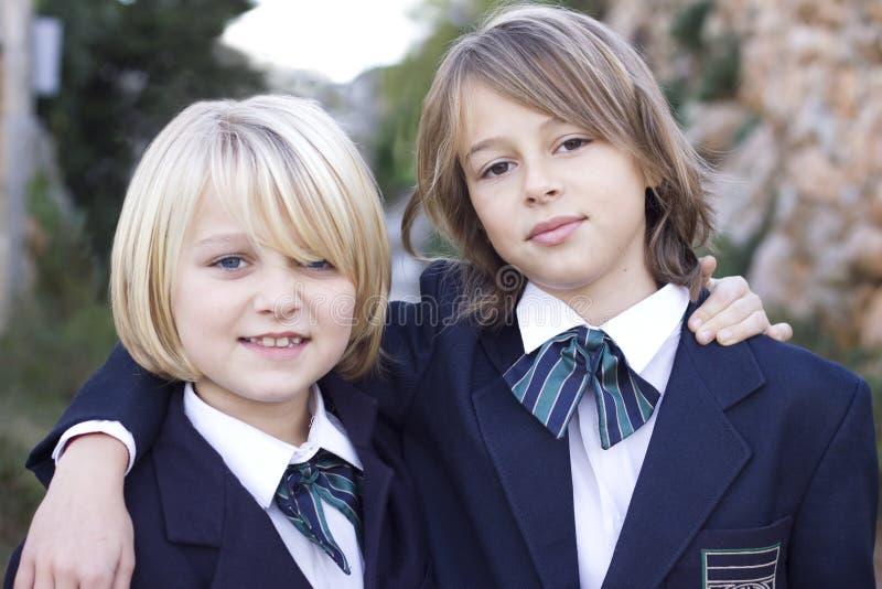 De meisjes van de school in eenvormig royalty-vrije stock afbeeldingen