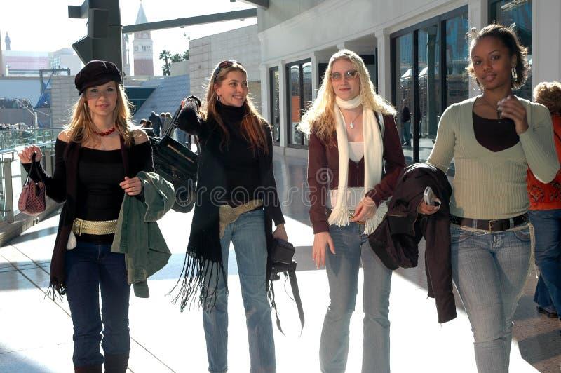 De Meisjes van de wandelgalerij royalty-vrije stock afbeeldingen