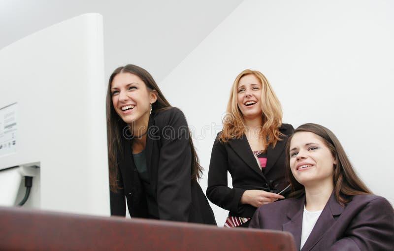 Download De meisjes van het bureau stock afbeelding. Afbeelding bestaande uit kijk - 295571