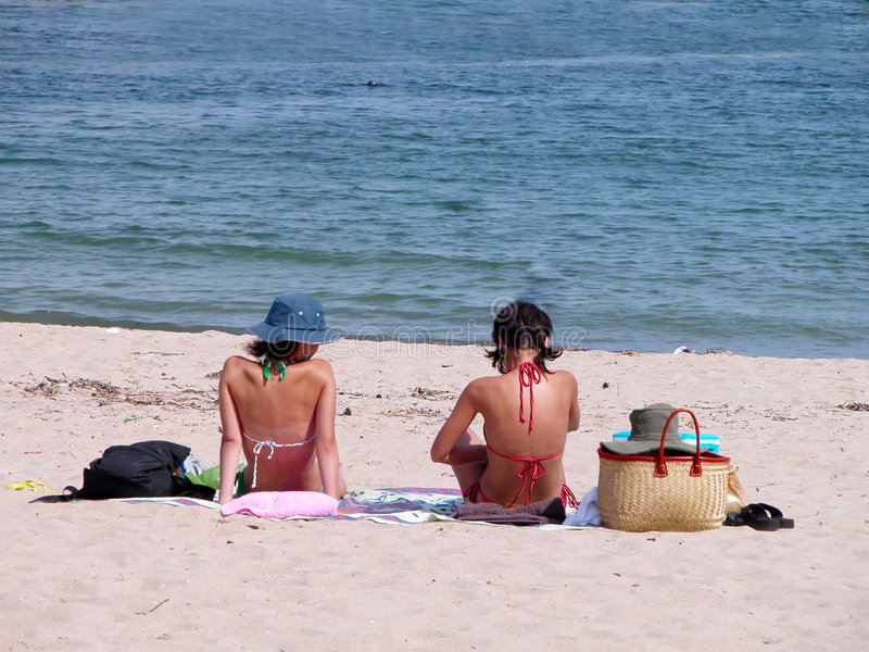 De meisjes van het strand stock fotografie