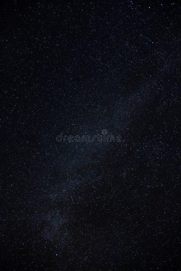 De melkachtige manier van de nachthemel met miljard sterren stock foto