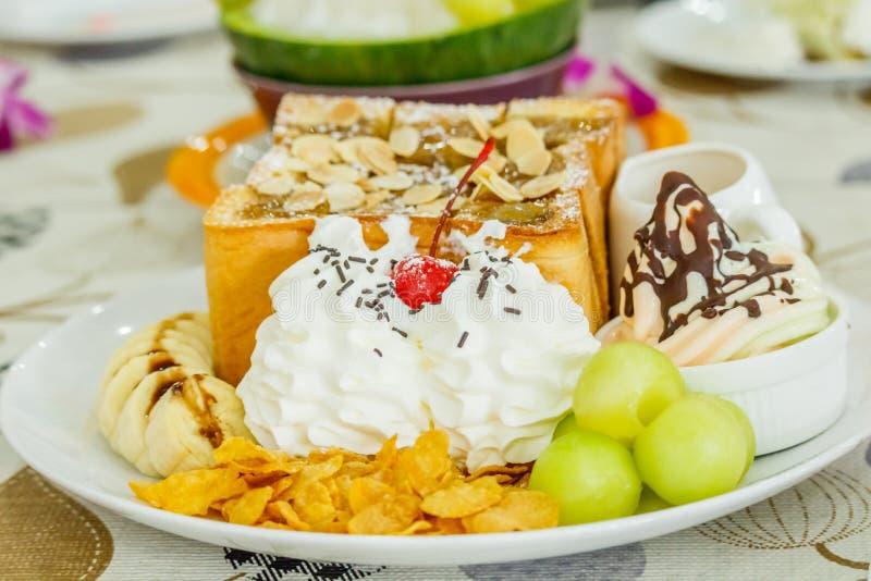 De meloenroomijs of Bingsu van de dessertkantaloep stock foto