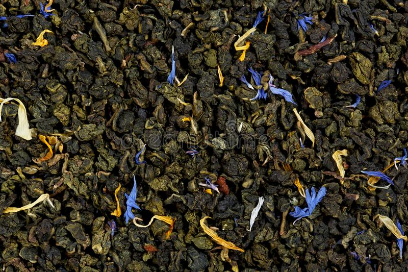 De mengseltieguanyin oolong thee met wilde aardbei, sunflowe stock foto