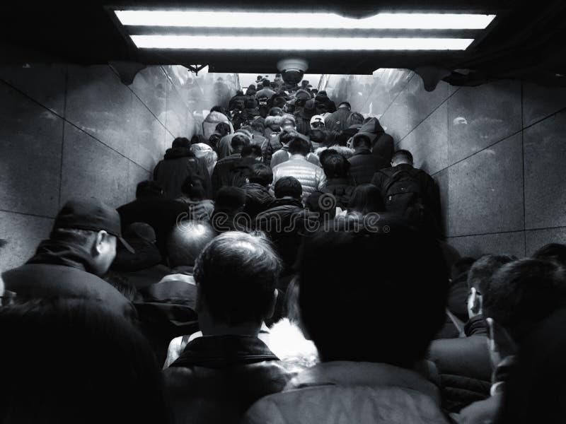 De menigte op de metro van Peking in het ochtendspitsuur royalty-vrije stock afbeeldingen