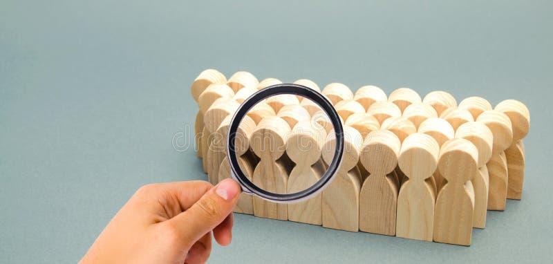 De menigte van houten cijfers van mensen Concept commercieel team Arbeidscollective groepswerk werknemers Menselijk middelbeheer stock foto
